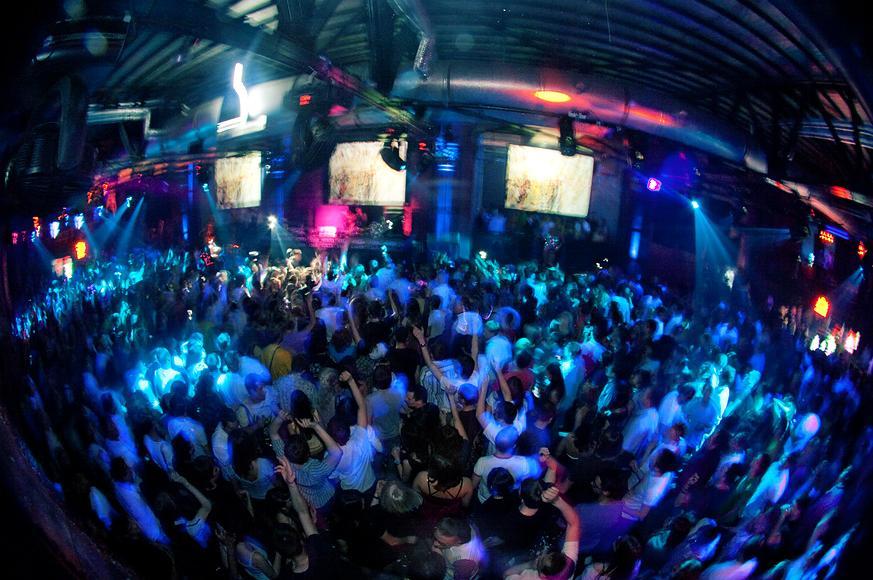 Русские девушки в ночном клубе — pic 6
