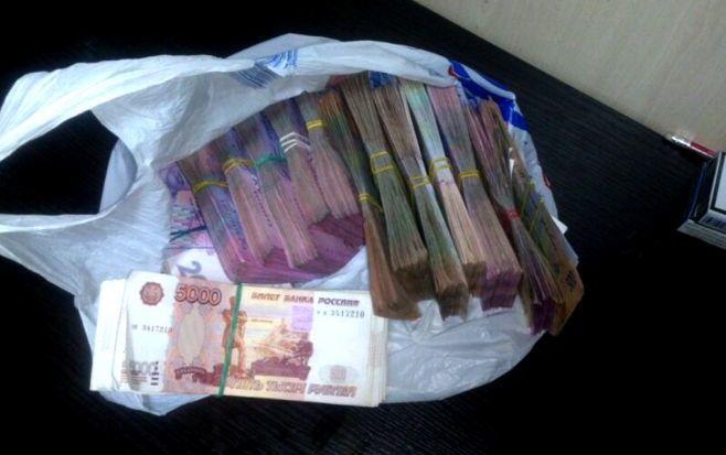 Пачка денег фото в пакете