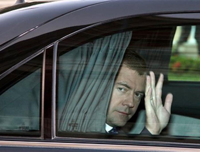 Картинки по запросу Кортеж Председателя Правительства РФ Д.А. Медведева