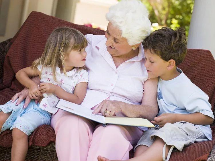 бабушка заставила внука лизать смотреть онлайн