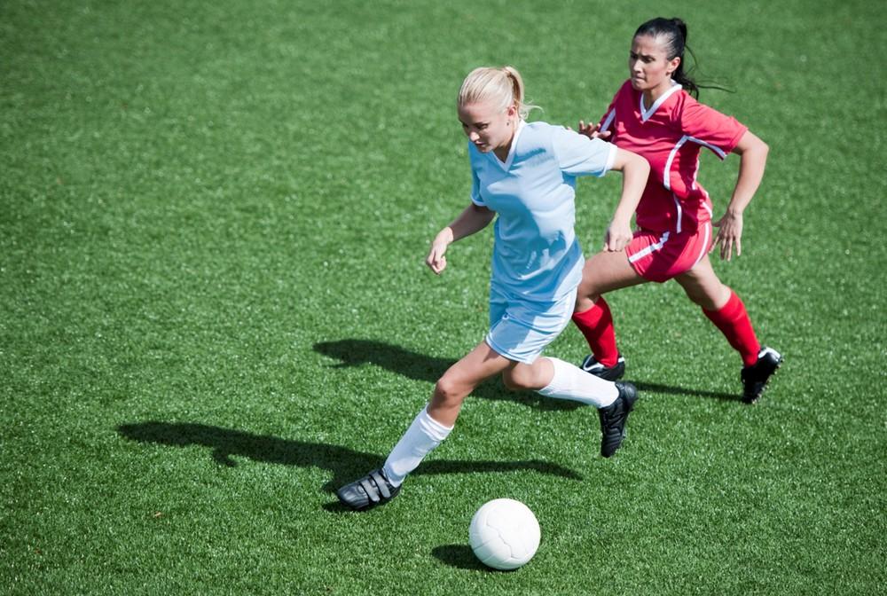 girl playing soccer - 1000×672