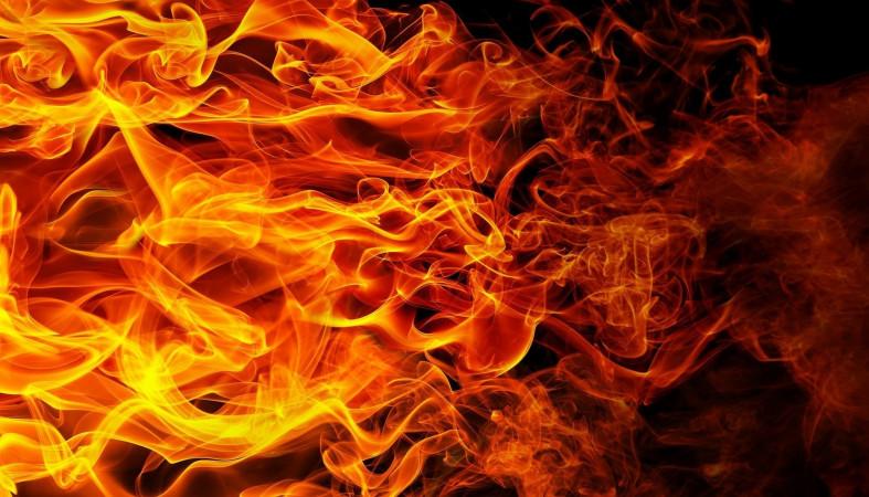 Пожар в Алматы: погиб работник мебельного цеха