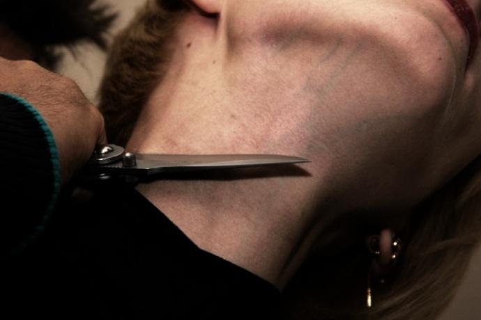 Երևանում տղամարդը պատանդ է վերցրել աղջկան և սպառնացել վնասել դանակով․ Տեսանյութ