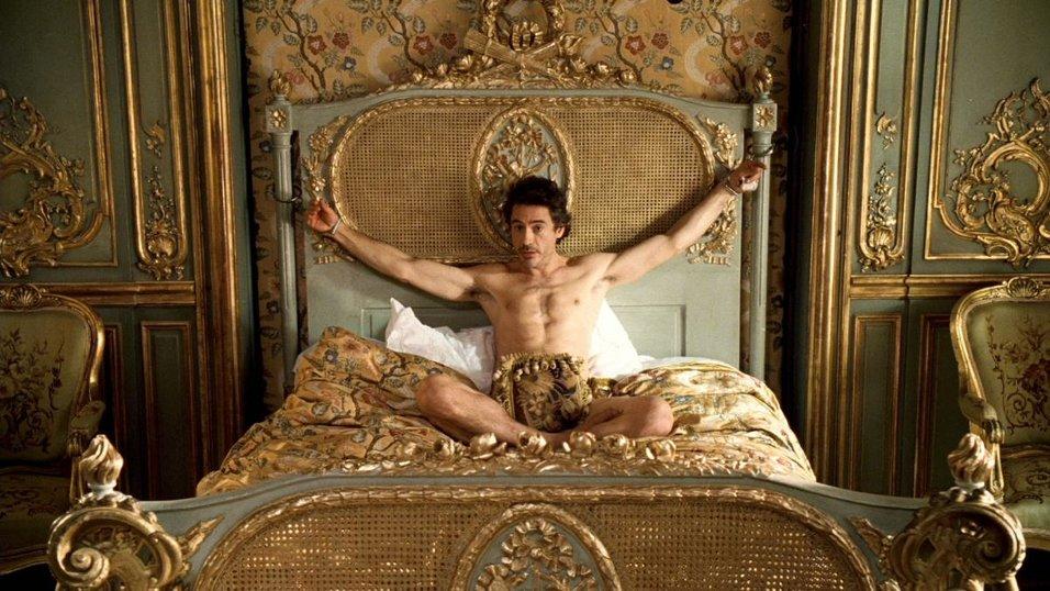 Красивый парень привязан к кровати фото 201-701