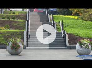 Отремонтированные лестницы Петрозаводска забыли оборудовать пандусами