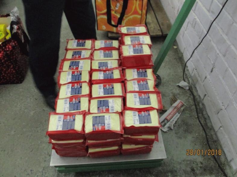 Практически полтонны сыра имасла изФинляндии раздавили наполигоне вКарелии