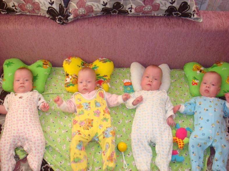 Как в одной семье случились сразу два сыночка и две лапочки-дочки  Как в одной семье случились сразу два сыночка и две лапочки-дочки  Как в одной семье случились сразу два сыночка и две лапочки-дочки