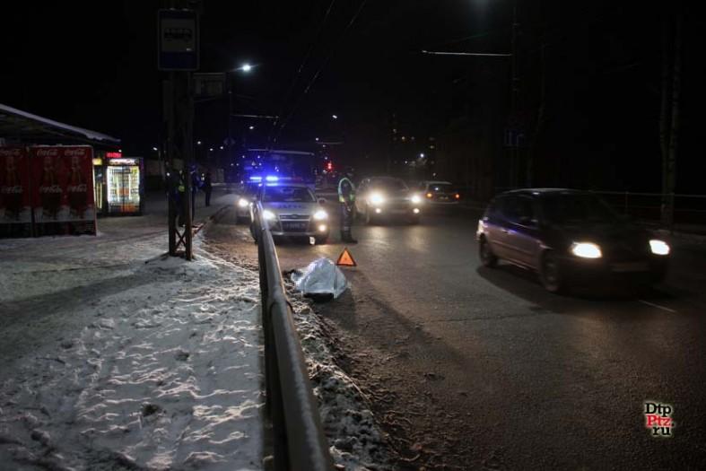В Петрозаводске автобус раздавил мужчину: фото с места ДТП  В Петрозаводске автобус раздавил мужчину: фото с места ДТП