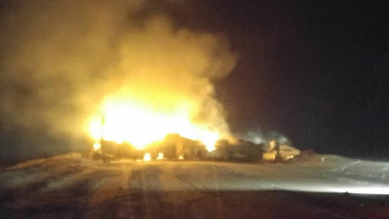 ВЛенобласти три человека погибли вДТП спожаром натрассе «Кола»