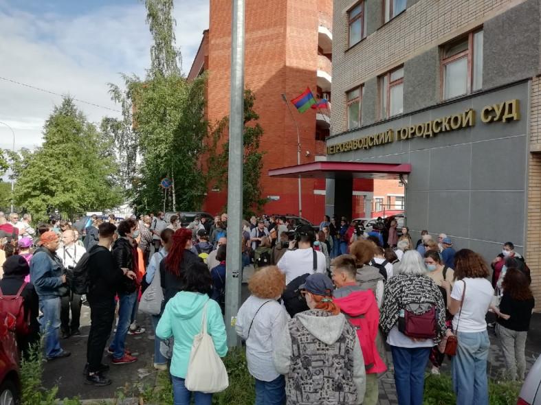 Фото ptzgovorit.ru. Педофила и извращенца пришла защищать прогрессивная общественность