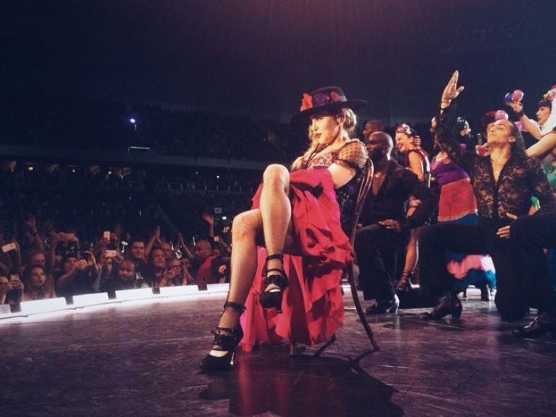Певица Мадонна позволила жителюКарелии поцеловать ей руку: фото и видео  Певица Мадонна позволила жителюКарелии поцеловать ей руку: фото и видео  Певица Мадонна позволила жителюКарелии поцеловать ей руку: фото и видео  Певица Мадонна позволила жителюКарелии поцеловать ей руку: фото и видео  Певица Мадонна позволила жителюКарелии поцеловать ей руку: фото и видео  Певица Мадонна позволила жителюКарелии поцеловать ей руку: фото и видео