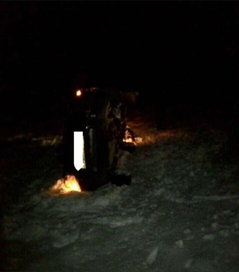 """Машина перевернулась на """"Коле"""", на месте работают спасатели и скорая (фото)  Машина перевернулась на """"Коле"""", на месте работают спасатели и скорая (фото)"""