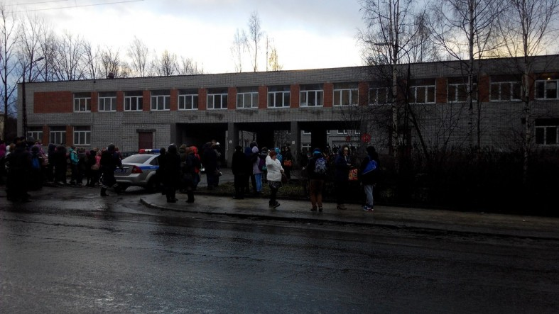 Срочно: Эвакуирован колледж культуры и искусств (фото)  Срочно: Эвакуирован колледж культуры и искусств (фото)