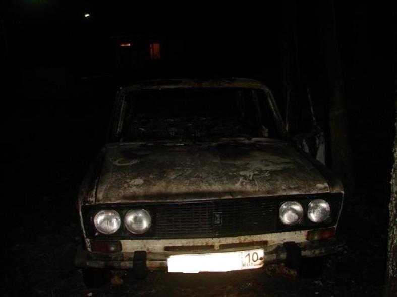 Автомобиль жителя Карелии выгорел дотла  Автомобиль жителя Карелии выгорел дотла