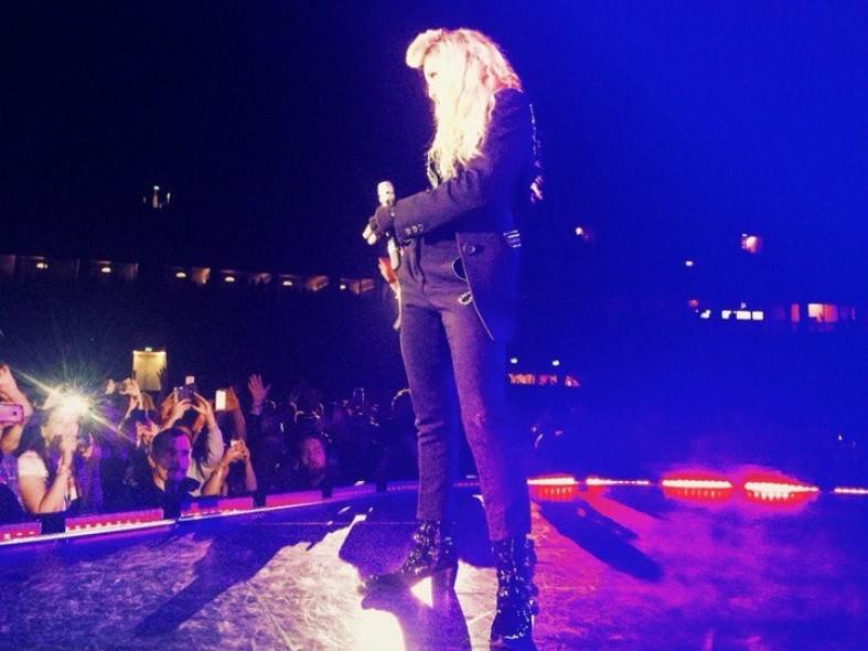 Певица Мадонна позволила жителюКарелии поцеловать ей руку: фото и видео  Певица Мадонна позволила жителюКарелии поцеловать ей руку: фото и видео  Певица Мадонна позволила жителюКарелии поцеловать ей руку: фото и видео  Певица Мадонна позволила жителюКарелии поцеловать ей руку: фото и видео  Певица Мадонна позволила жителюКарелии поцеловать ей руку: фото и видео