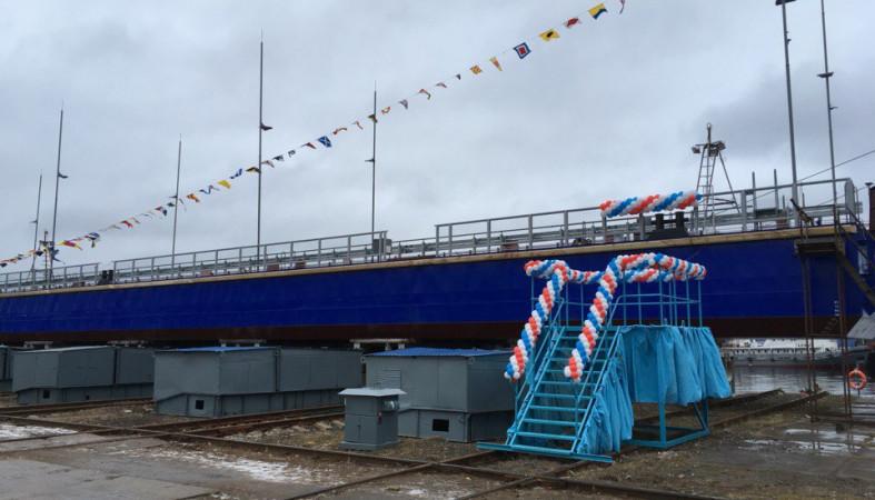 ВПетрозаводске спустили наводу понтонный мост вСоломенное
