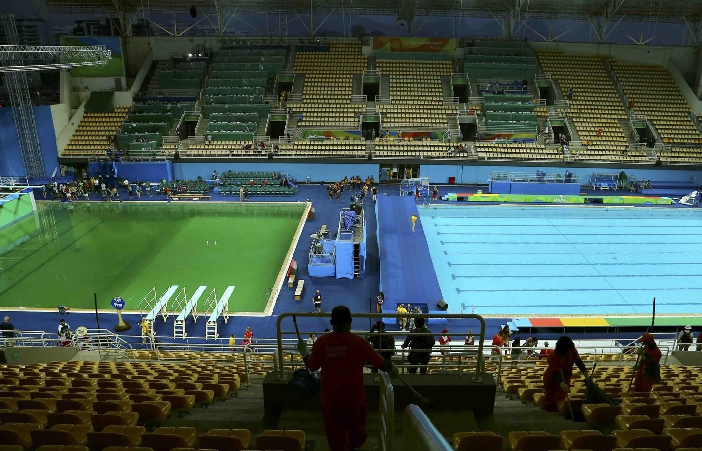 Волимпийском бассейне поменяют позеленевшую воду