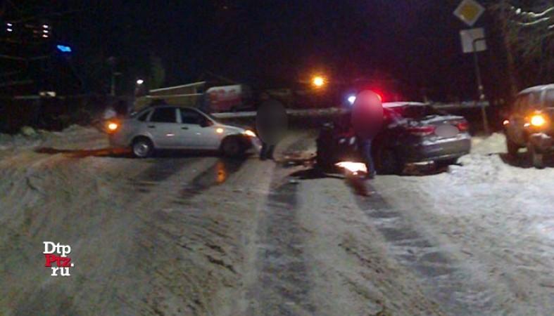 ВПетрозаводске 26-летний шофёр выехал навстречную полосу иустроил ДТП