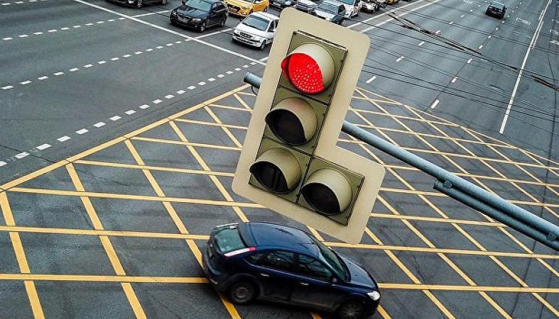 ВРоссии начинают штрафовать заостановку автомобиля на«вафельной» разметке
