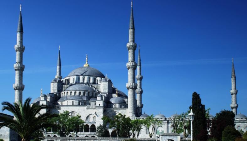 Гражданам Турции рекомендовали отказаться от поездок в Россию