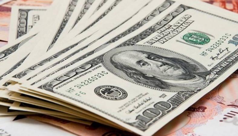 Рубль падает: доллар преодолел психологическую отметку