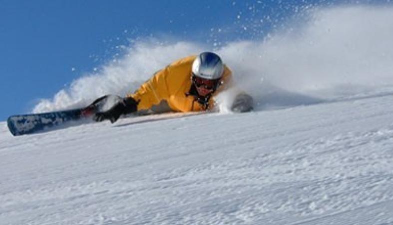 Трагическое происшествие в Хибинах: сноубордист сбил девочку