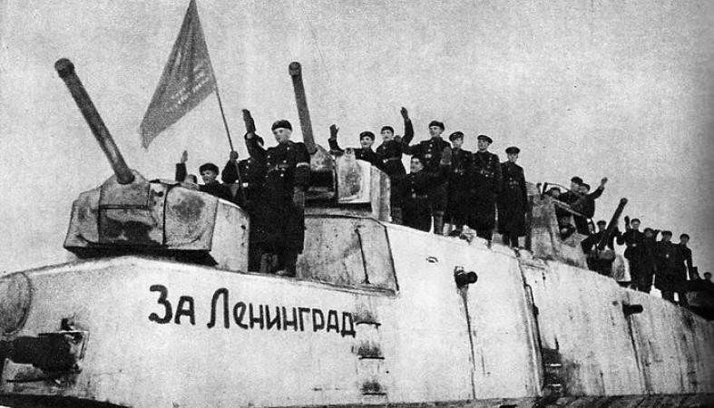 ВПетербурге открыли монумент «Мужеству ленинградцев»