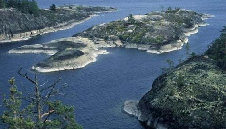 Житель Ленобласти таинственно исчез на острове в Карелии