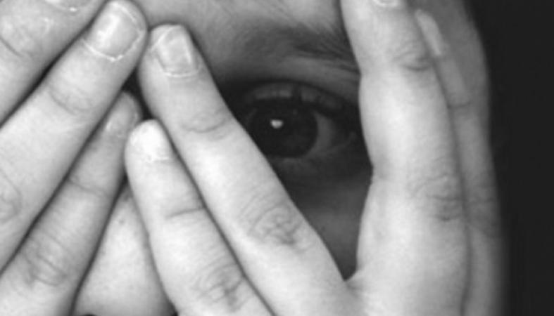 Мужчина жестоко избил 9-летнего ребенка с помощью тапка