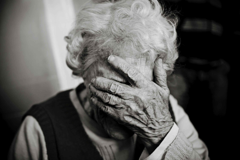 картинки старушка грустная мультфильме бременские музыканты