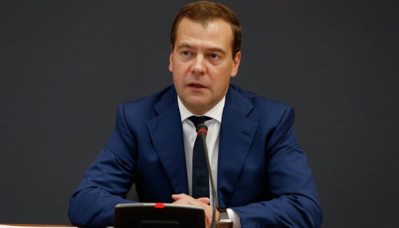 Медведев предложил отложить финансирование проектов для Арктической зоны