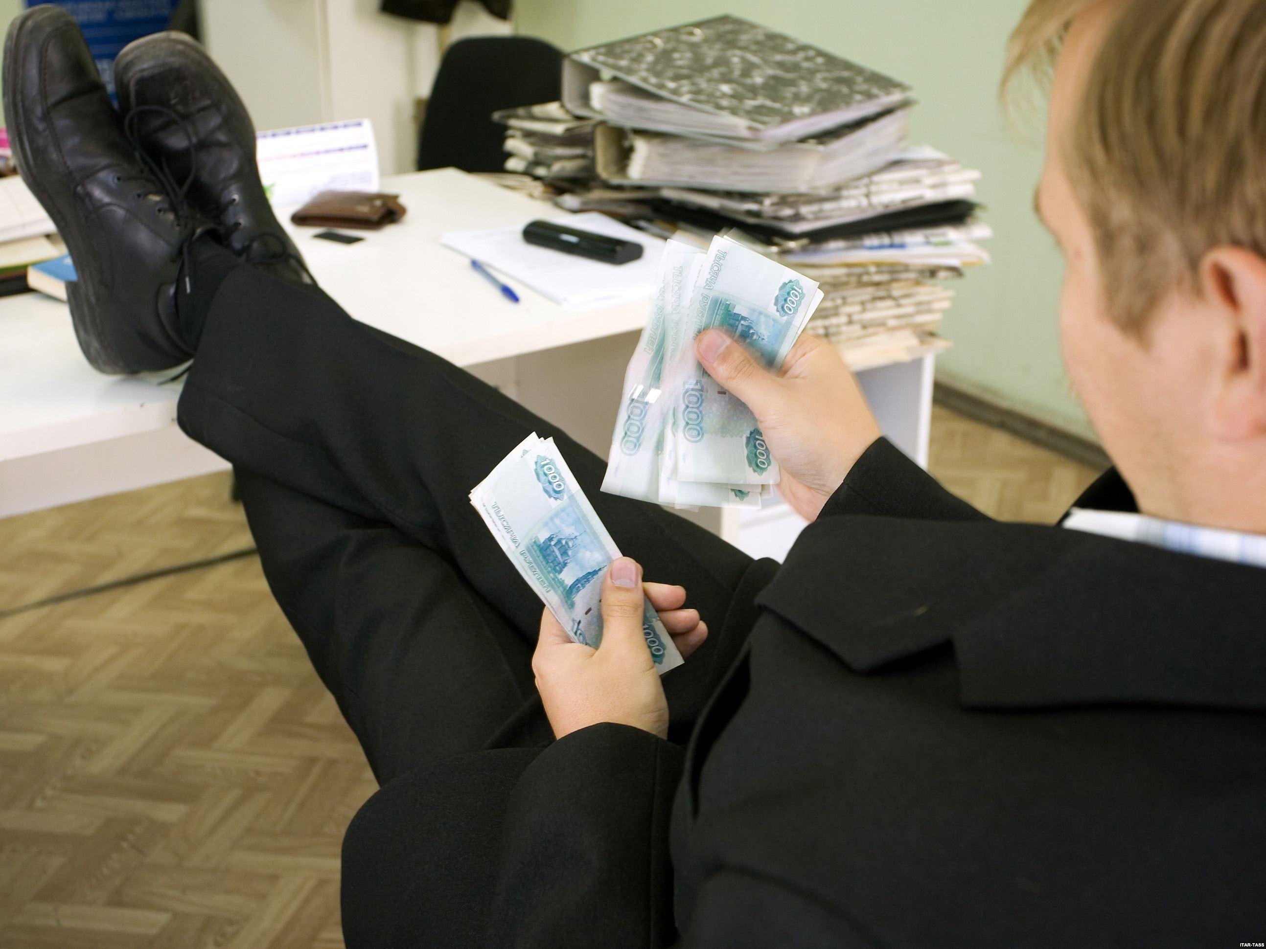 Росстат: Самые «дорогие» чиновники работают вадминистрации президента