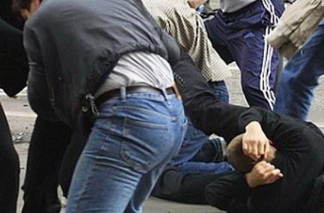 Четверых жителей Карелии будут судить за избиение полицейского