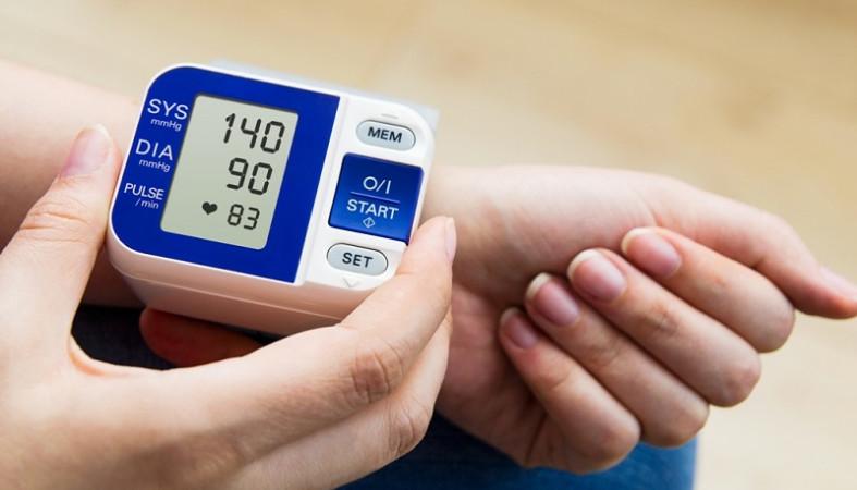 Извечная дилемма - что выбрать: старую и проверенную механику или новый прогрессивный автоматический измеритель артериального давления