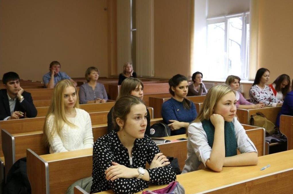 Неменее 120 новгородцев приняли участие в огромном этнографическом диктанте