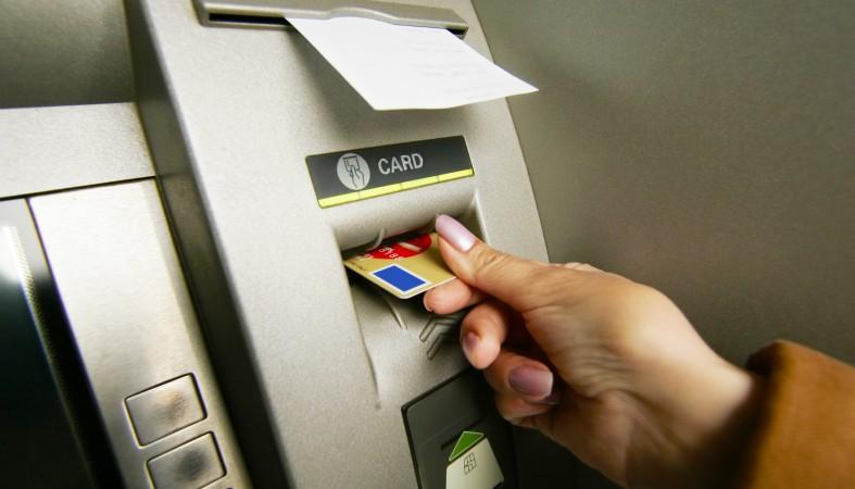 Мошенники «научили» банкоматы незаметно воровать данные о картах