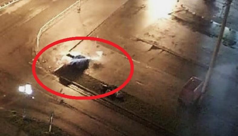 Опубликовано видео, как в Карелии легковушка сбила сразу три дорожных знака
