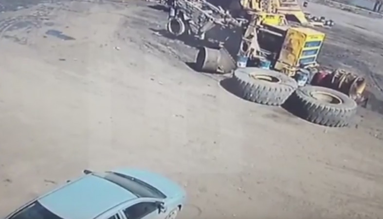 Колесо отБелАЗа рухнуло наиномарку вКиселевске