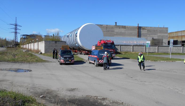 87ba39695426 Атмосферная деталь для московских нефтяников, суммарным весом около 300  тонн и длиной более 60 метров, сегодня утром покинула территорию завода «  ...