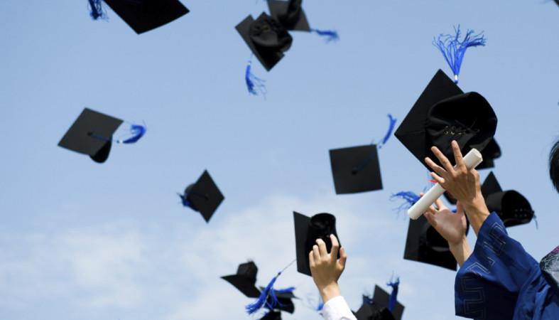 Минобрнауки назвало среднюю заработную плату выпускников институтов