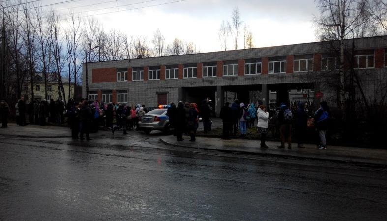 Срочно: Эвакуирован колледж культуры и искусств (фото)