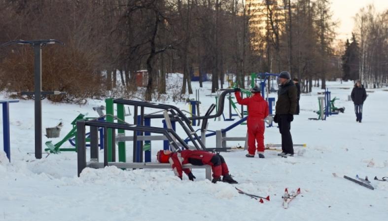 зима, набережная, тренажеры Маркелова