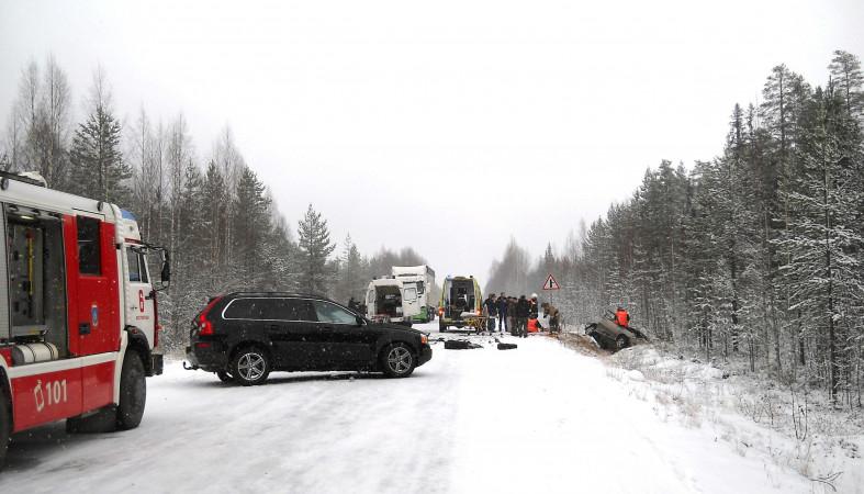 «Вольво» вКарелии выкинул сдороги ВАЗ иударил «Чери»: трое погибших
