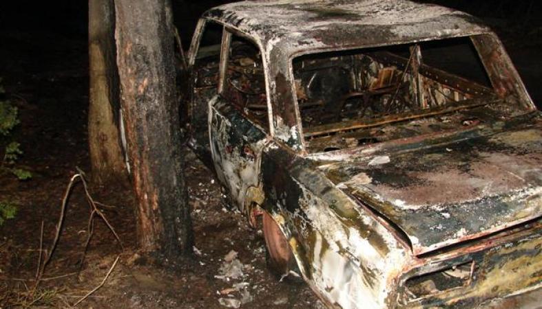 Автомобиль жителя Карелии выгорел дотла