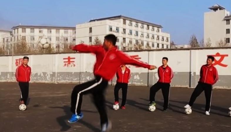 В Китае объединили кунг-фу и футбол: видео