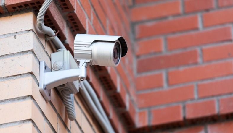 Смотреть фото и видео писающих девушек на улицах снято с камер видеонаблюдения фото 449-105