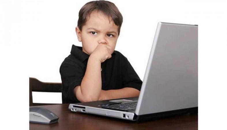 Согласно опросу 44% школьников сидят укомпьютеров круглые сутки