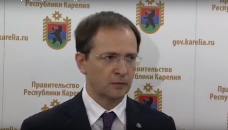 Владимир Мединский осмотрел ход реконструкции государственной библиотеки Карелии