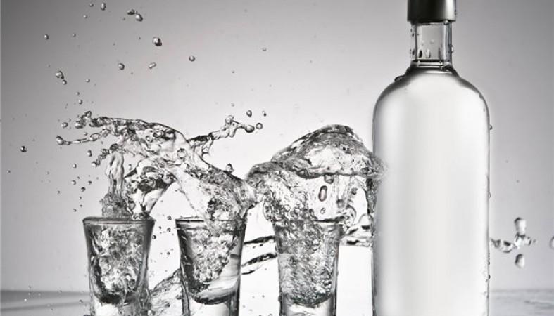 Александр Хлопонин поручил министру финансов поднять минимальную стоимость водки