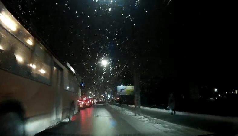 Очередная трагедия с пешеходом чуть было не случилась в Петрозаводске (видео)